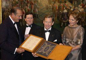 Václav Havel, su esposa Dagmar, Jacques Chirac y George Robertson, Foto: CTK