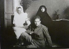 Colette (à droite) et Pierre, photo: repro, Ladislava Chateau, 'Colette má drahá, vy víte, co máte udělat...' / Sumbalon