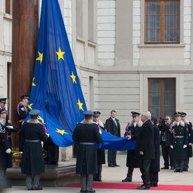 В Пражском граде по инициативе Земана развевается флаг Евросоюза (Фото: Пресс-сервис Пражского градаэ)