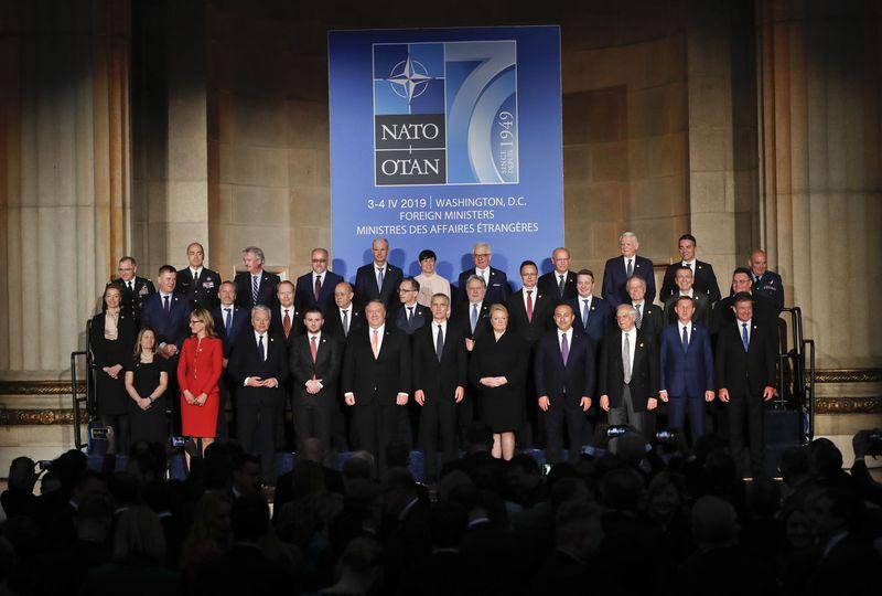 Společná fotografie zástupců států NATO pořízená u příležitosti 70. výročí založení aliance, фото: ЧТК/AP/Pablo Martinez Monsivais
