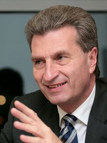 Günther Oettinger (Foto: Jacques Grießmayer, Wikimedia Commons, CC BY 3.0)