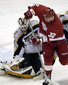 Tomas Vokoun and Steve Thomas from Detroit Red Wings, photo: CTK