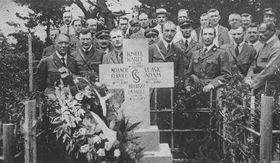 Ostatky zemřelých čs. legionářů byly vr. 1999 zpopelněny apřevezeny na hřbitov Fuchu, Tokio, Japonsko,  foto: Ministerstvo obrany ČR