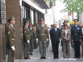Торжественный акт перед зданием Чешского радио 5 мая 2004