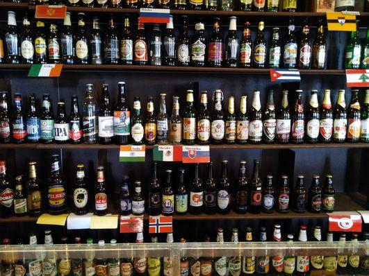 Colección de cervezas del mundo en el Templo del Lúpulo y la Cerveza, foto: Dominika Bernáthová