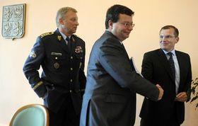 Vlastimil Picek, Alexandr Vondra et Jiří Šedivý, photo: CTK