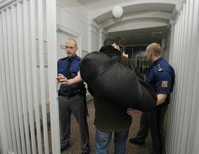 Roman Týc enters the Pankrác prison, photo: CTK
