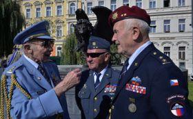 Пилоты, воевавшие в ВВС Великобритании, слева Павел Вранский