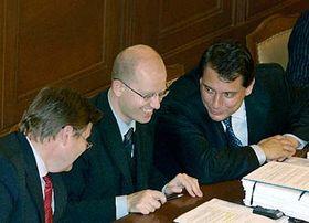 De izquierda: Zdenek Skromach, Bohuslav Sobotka y Jiri Paroubek (Foto: CTK)