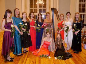 Jana Boušková entourée de ses élèves, photo: Magdalena Hrozínková