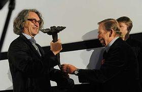 Wim Wenders y Václav Havel (Foto: CTK)