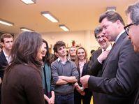 Edouard Courtial a entamé sa visite à Prague par une visite du Lycée français de Prague