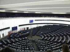 Plenarsaal des Europaparlaments in Straßburg (Foto: J. Patrick Fischer, Wikimedia Commons, CC-BY-SA 3.0/DE)