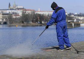 Проведение дезинфекции в Праге, фото: ЧТК/Демл Ондржей