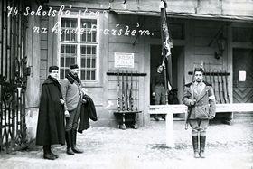 Mitglieder des Sokol-Turnvereins schützen die Prager Burg (Foto: Archiv des Militärhistorischen Instituts)