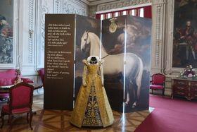 Replik französischer und englischer Mode vom Ende des 16. Jahrhunderts (Foto: Martina Schneibergová)