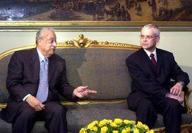 Primer Ministro checo, Vladimír Spidla con Primer Ministro egipcio, Átif Ubajd, foto: CTK