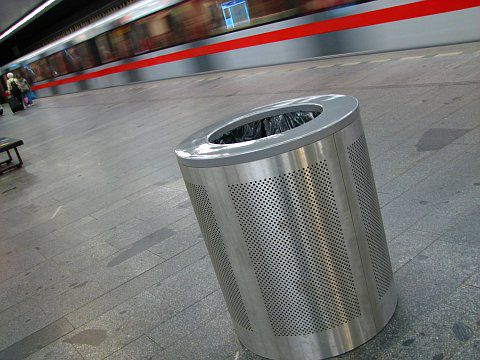 Czech scientists use new materials for blast-resistant litter bins