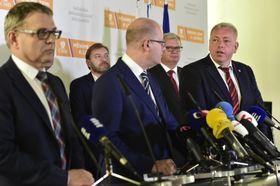 Любомир Заоралек (слева), Богуслав Соботка и Милан Хованец, Фото: ЧТК