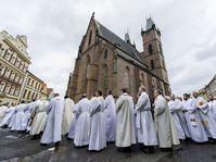 Trasladan una reliquia de Juan Pablo II a la catedral de Hradec Králové, foto: ČTK