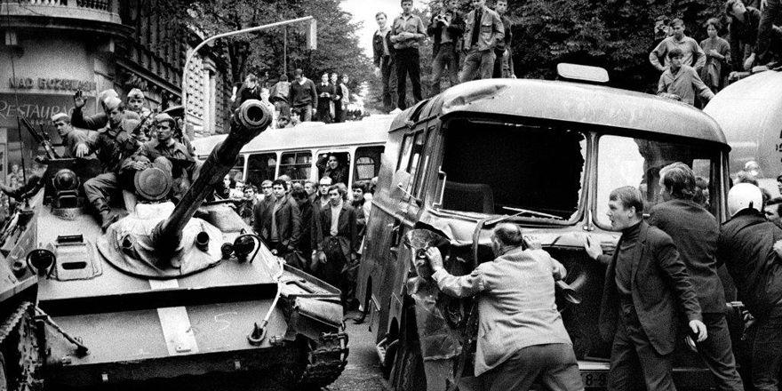 Фотография Богумила Доброволского, август 1968 г., фото: выставка Sovětská invaze - srpen 1968