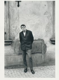Милан Кундера в 1967 году, фото: Gisèle Freund,IMEC/Fonds MCC, Muzeum hl.města Prahy