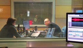 Рустем Адагамов и редактор Кирилл Щелков в студии Радио Прага (Фото: Кристина Макова, Чешское радио - Радио Прага)