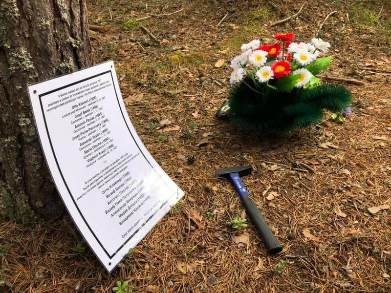 Табличка с именами чехов, убитых в Сандармохе, фото: Ивана Миленковичова, ЧРо