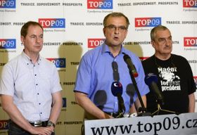 TOP 09, de izquierda: Petr Gazdík, Miroslav Kalousek y Karel Schwarzenberg, foto: ČTK