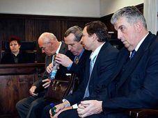 Jan Kollert (a la derecha) y sus asesores (Foto: CTK)