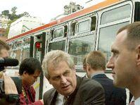 Милош Земан у троллейбуса чешско-американского производства (Фото: ЧТК)