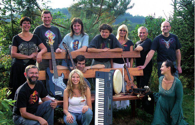 Folk band Asonance brings English, Scottish and Irish