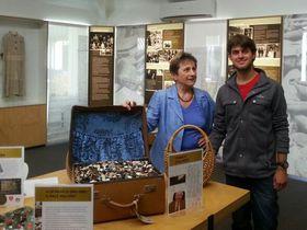 Vera Egermayer thanks Ariel, an Israeli backpacker, for his founding contribution to the Memorial, photo: NZ Children's Holocaust Memorial website