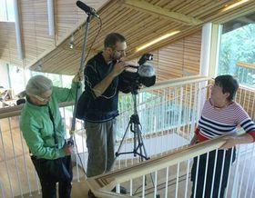 Tom Kubák aVeronika Hollerová ze štábu při natáčení akrajanka Eva Šípková (vpravo), zdroj: Mezinárodní český klub