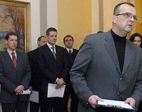 De izquierda: Stanislav Gross, Pavel Nemec y Miroslav Kalousek (Foto: CTK)