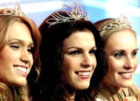 Miss de la República Checa de 2005, Katerina Smejkalová (en el medio) Foto: CTK
