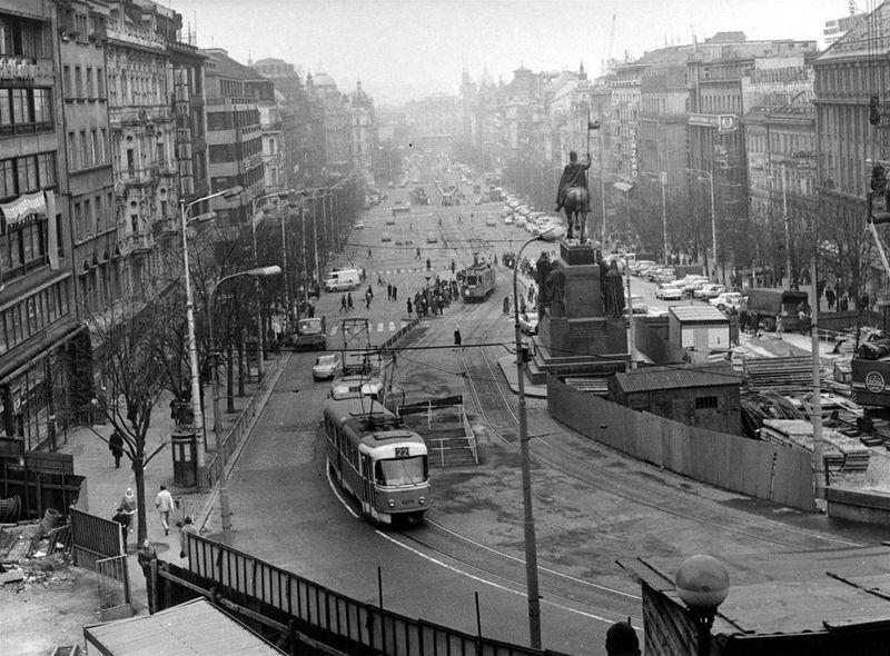 Les tramways sur la place Venceslas en 1972, photo: Archives de DPP
