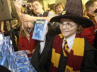 Přivítání knihy Harry Potter a Fénixův řád v Domě knihy na Václavském náměstí, foto: ČTK