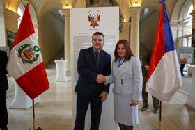 Martin Tlapa y Liliana de Torres-Muga, foto: Embajada de Perú