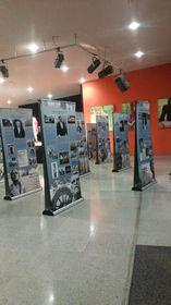 """Die Ausstellung """"Bedeutende Tschechen"""" in der Deutschen Schule Prag (Foto: Saskia Jende)"""