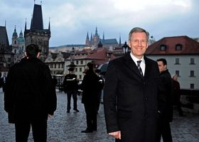 Christian Wulff auf der Karlsbrücke (Foto: ČTK)